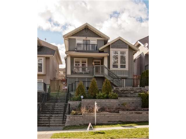 """Main Photo: 11253 CREEKSIDE Street in Maple Ridge: Cottonwood MR House for sale in """"BLUEBERRY HILL"""" : MLS®# V992122"""