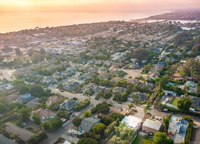 Main Photo: Townhouse for sale : 4 bedrooms : 303 Sanford Street in Encinitas