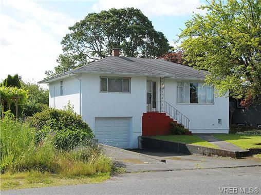 Main Photo: 2825 Adelaide Avenue in VICTORIA: SW Gorge Residential for sale (Saanich West)  : MLS®# 324771