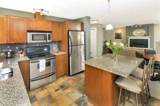 Photo 2: 2 727 Linden Ave in : Vi Fairfield West Condo for sale (Victoria)  : MLS®# 731385