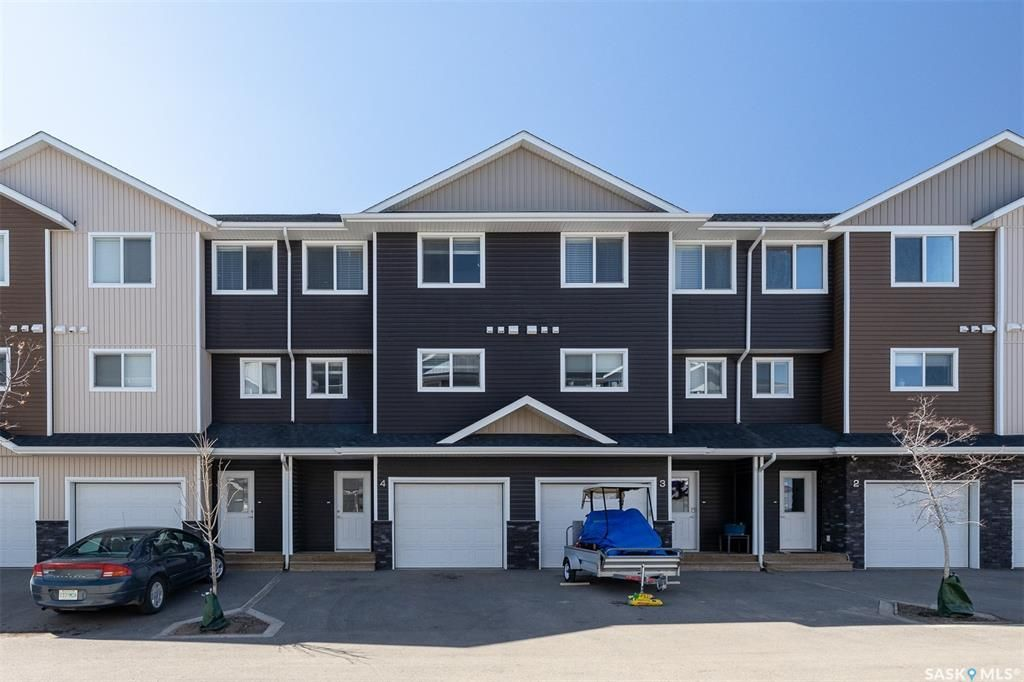 Main Photo: 4 1060 Parr Hill Drive in Martensville: Residential for sale : MLS®# SK850469