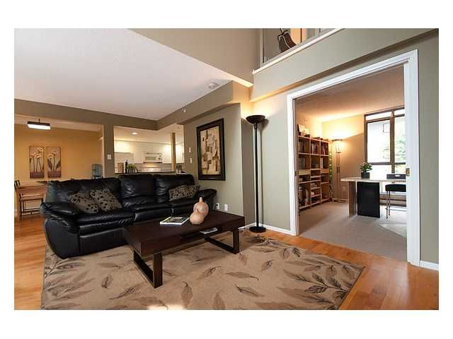 """Photo 4: Photos: 105 867 HAMILTON Street in Vancouver: Downtown VW Townhouse for sale in """"JARDINES LOOKOUT"""" (Vancouver West)  : MLS®# V832897"""