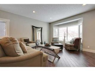 Photo 6: 30 Granlea Place SW in Calgary: Bungalow for sale : MLS®# C3594366