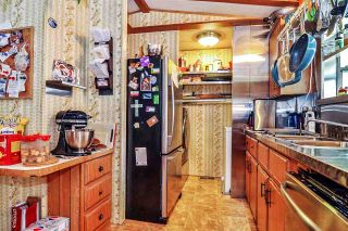 """Photo 9: 33 2305 200 Street in Langley: Brookswood Langley Manufactured Home for sale in """"Cedar Lane Park"""" : MLS®# R2465102"""