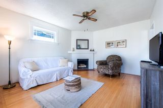 Photo 2: 411 KELLY Street in New Westminster: Sapperton House for sale : MLS®# R2444099