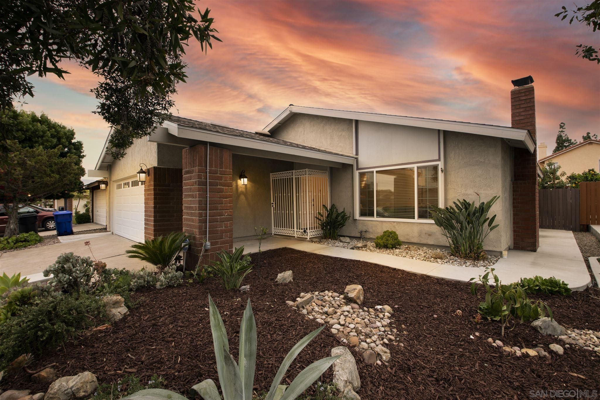 Main Photo: MIRA MESA House for sale : 4 bedrooms : 8220 Calle Nueva in San Diego
