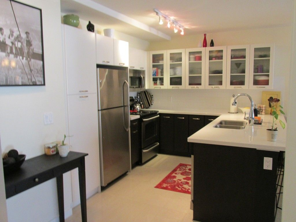 Photo 5: Photos: 403-533 Yates Rd in Kelowna: North Glenmore Condo for sale : MLS®#  10087726