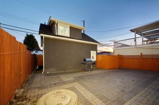 Photo 2: 732 E 51ST Avenue in Vancouver: South Vancouver House for sale (Vancouver East)  : MLS®# R2407315