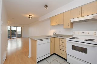 """Photo 7: C1 332 LONSDALE Avenue in North Vancouver: Lower Lonsdale Condo for sale in """"The Calypso"""" : MLS®# R2198607"""