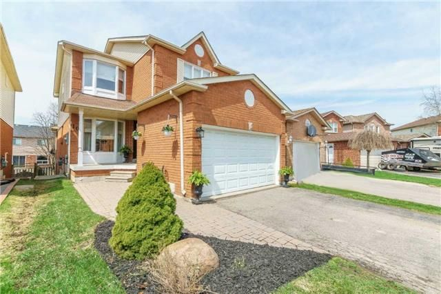 Main Photo: 10 Vail Meadows Crescent in Clarington: Bowmanville House (2-Storey) for sale : MLS®# E4120484