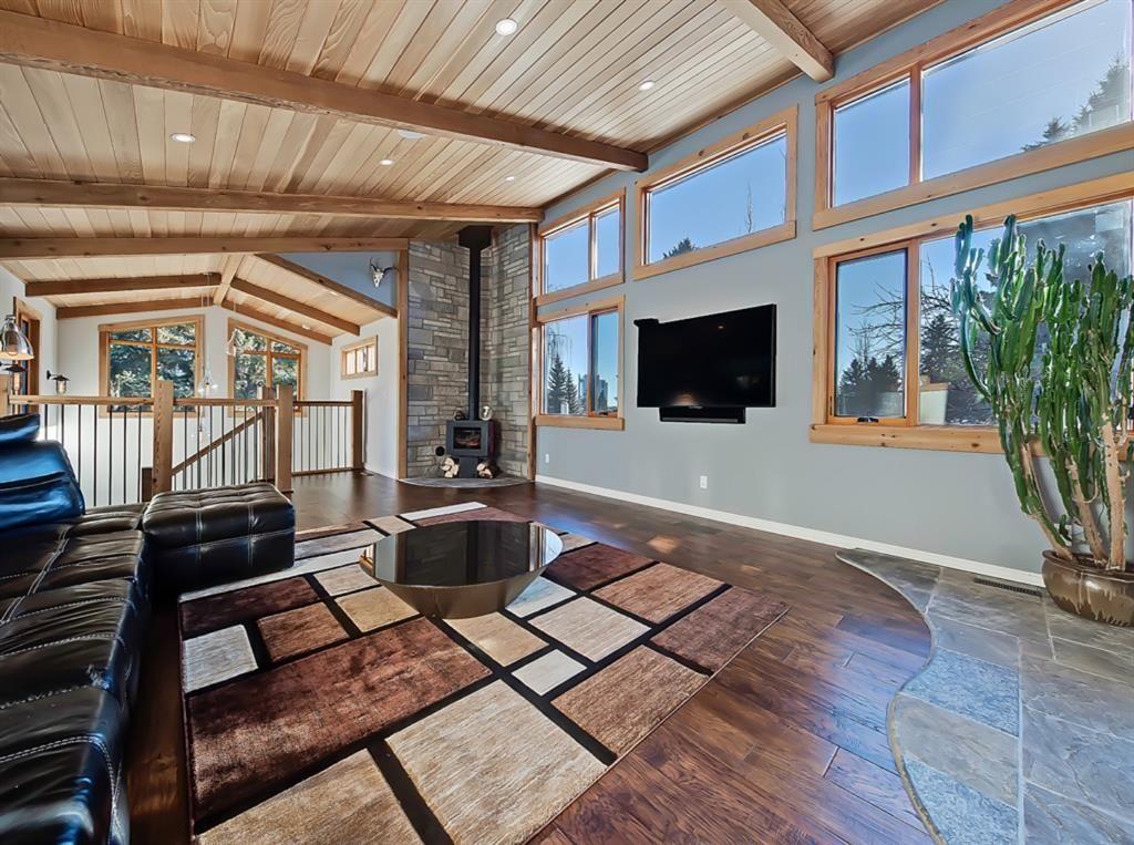 Main Photo: 32 Hutton Crescent SW in Calgary: Haysboro Detached for sale : MLS®# A1062920