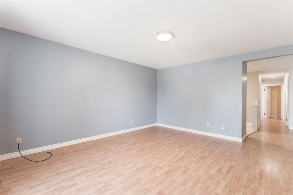 Photo 14: Photos: 534 QUEENSLAND Place SE in Calgary: Queensland Semi Detached for sale : MLS®# A1020359