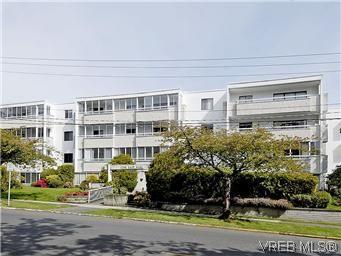 Main Photo: 101 1050 Park Blvd in VICTORIA: Vi Fairfield West Condo for sale (Victoria)  : MLS®# 570311