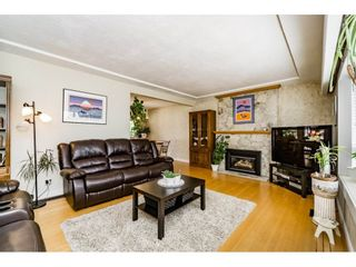 Photo 3: 661 FAIRVIEW Street in Coquitlam: Coquitlam West House for sale : MLS®# R2112495