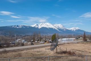 Photo 4: 3712 OLD BABINE LAKE Road in Smithers: Smithers - Rural House for sale (Smithers And Area (Zone 54))  : MLS®# R2356806