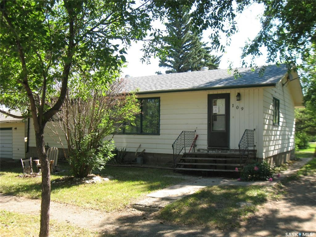 Main Photo: 109 Francis Street in Kyle: Residential for sale : MLS®# SK861075