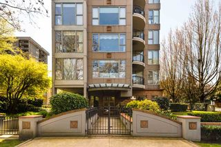 """Photo 2: 900 1788 W 13TH Avenue in Vancouver: Fairview VW Condo for sale in """"THE MAGNOLIA"""" (Vancouver West)  : MLS®# R2497549"""