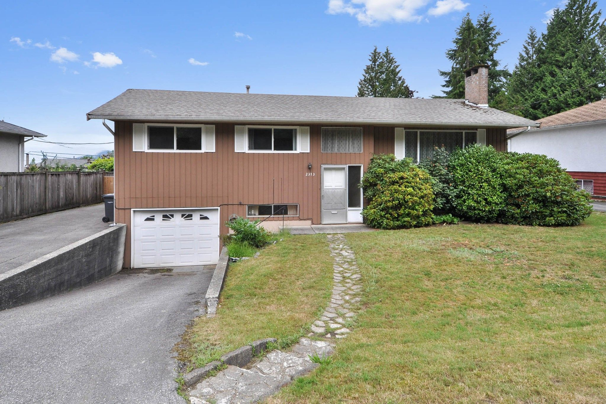 Main Photo: 2313 COMO LAKE Avenue in Coquitlam: Chineside House for sale : MLS®# R2388534