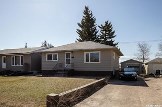 Photo 2: 301 108th Street West in Saskatoon: Sutherland Residential for sale : MLS®# SK850683