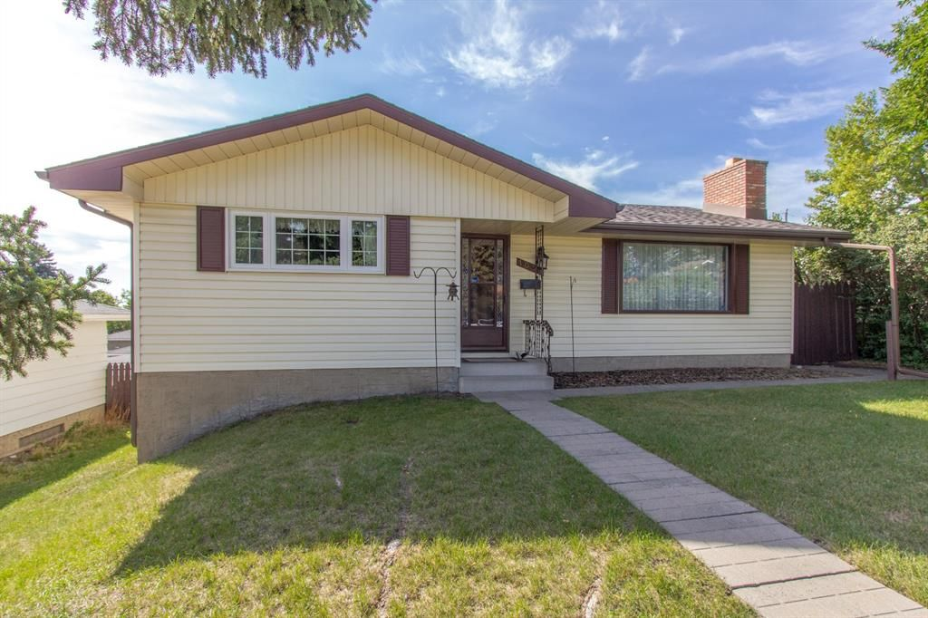 Photo 2: Photos: 1039 Hunterdale Place NW in Calgary: Huntington Hills Detached for sale : MLS®# A1144126