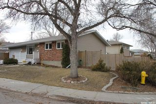 Photo 3: 26 Woodsworth Crescent in Regina: Normanview West Residential for sale : MLS®# SK846664