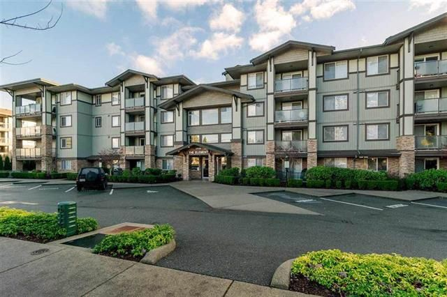 Main Photo: : Condo for sale : MLS®# R2327793