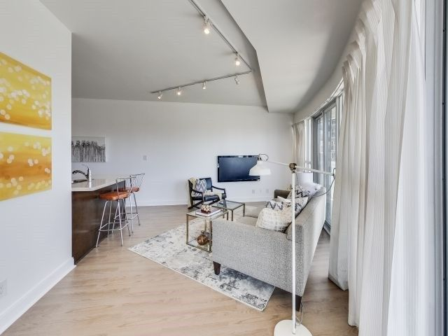 Photo 13: Photos: 1406 50 Absolute Avenue in Mississauga: City Centre Condo for sale : MLS®# W3804080