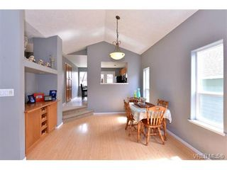 Photo 7: 693 Sunshine Terr in VICTORIA: La Thetis Heights House for sale (Langford)  : MLS®# 735225