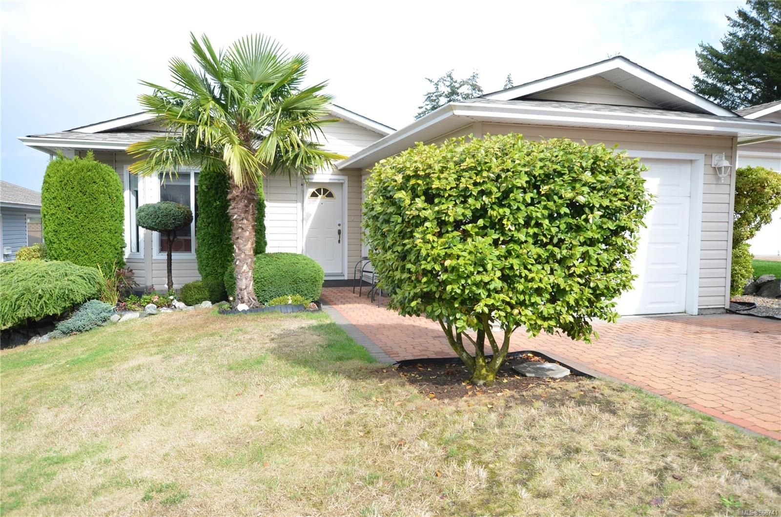 Main Photo: 84 Wolf Lane in : VR Glentana Manufactured Home for sale (View Royal)  : MLS®# 868741