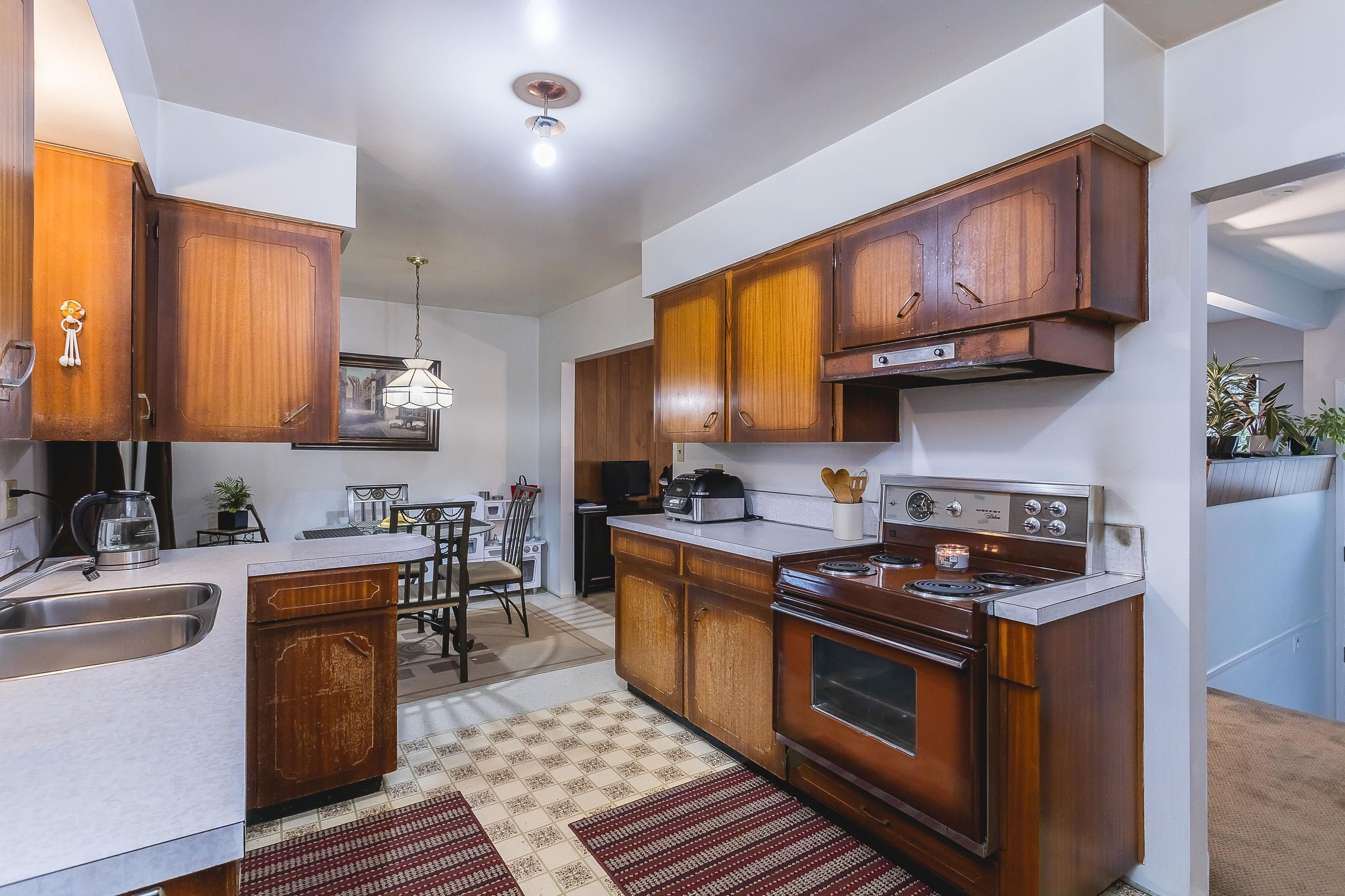 Photo 11: Photos: 3260 ULSTER Street in Port Coquitlam: Lincoln Park PQ House for sale : MLS®# R2613283