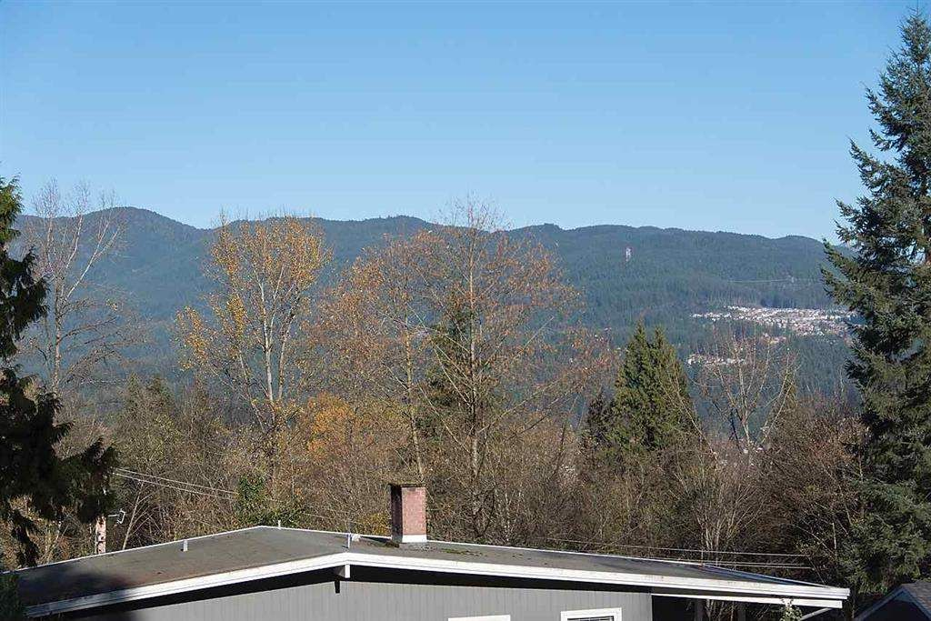 Main Photo: 28 MOUNT ROYAL DRIVE in Port Moody: College Park PM House for sale : MLS®# R2039588