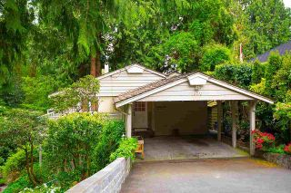 """Photo 2: 1820 FULTON Avenue in West Vancouver: Ambleside House for sale in """"Ambleside"""" : MLS®# R2577844"""