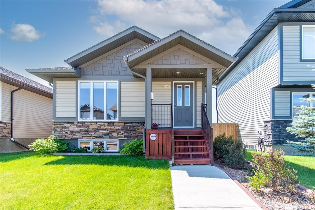 Main Photo: 926 Glenview Cove in Martensville: Residential for sale : MLS®# SK863344