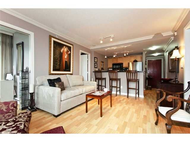 """Main Photo: 706 928 RICHARDS Street in Vancouver: Yaletown Condo for sale in """"THE SAVOY"""" (Vancouver West)  : MLS®# V911240"""