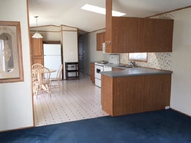 """Photo 14: Photos: 42 654 NORTH FRASER Drive in Quesnel: Quesnel - Town Manufactured Home for sale in """"RIVER WALK MOBILE HOME PARK"""" (Quesnel (Zone 28))  : MLS®# R2573309"""