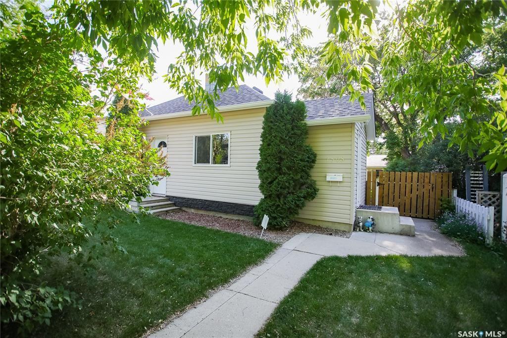 Photo 1: Photos: 1508 Victoria Avenue in Saskatoon: Buena Vista Residential for sale : MLS®# SK859914