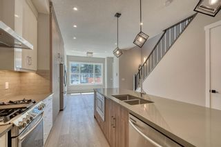 Photo 2: 636 17 Avenue NW in Calgary: Mount Pleasant Detached for sale : MLS®# A1060801