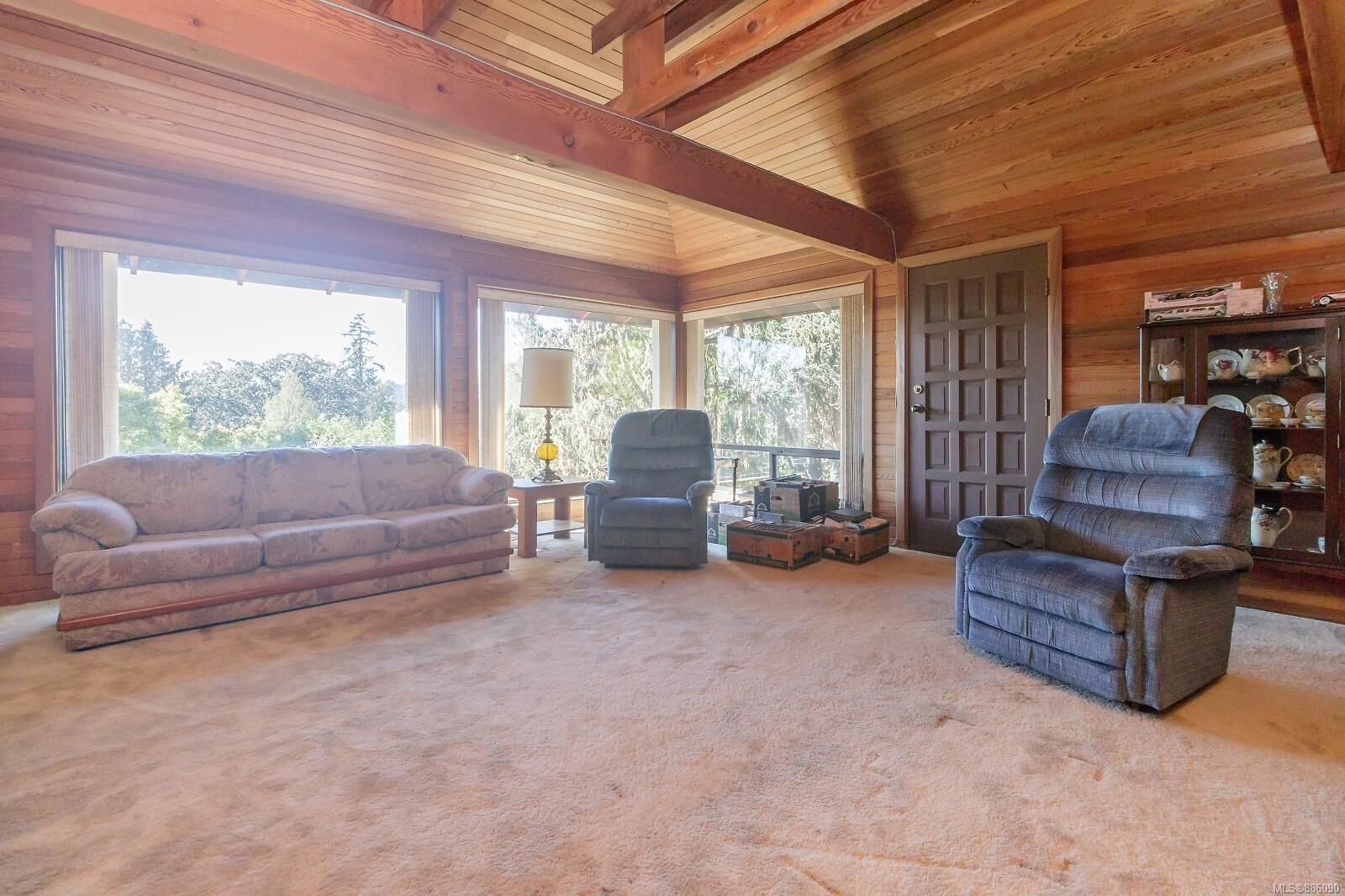 Photo 16: Photos: 4553 Blenkinsop Rd in : SE Blenkinsop House for sale (Saanich East)  : MLS®# 886090
