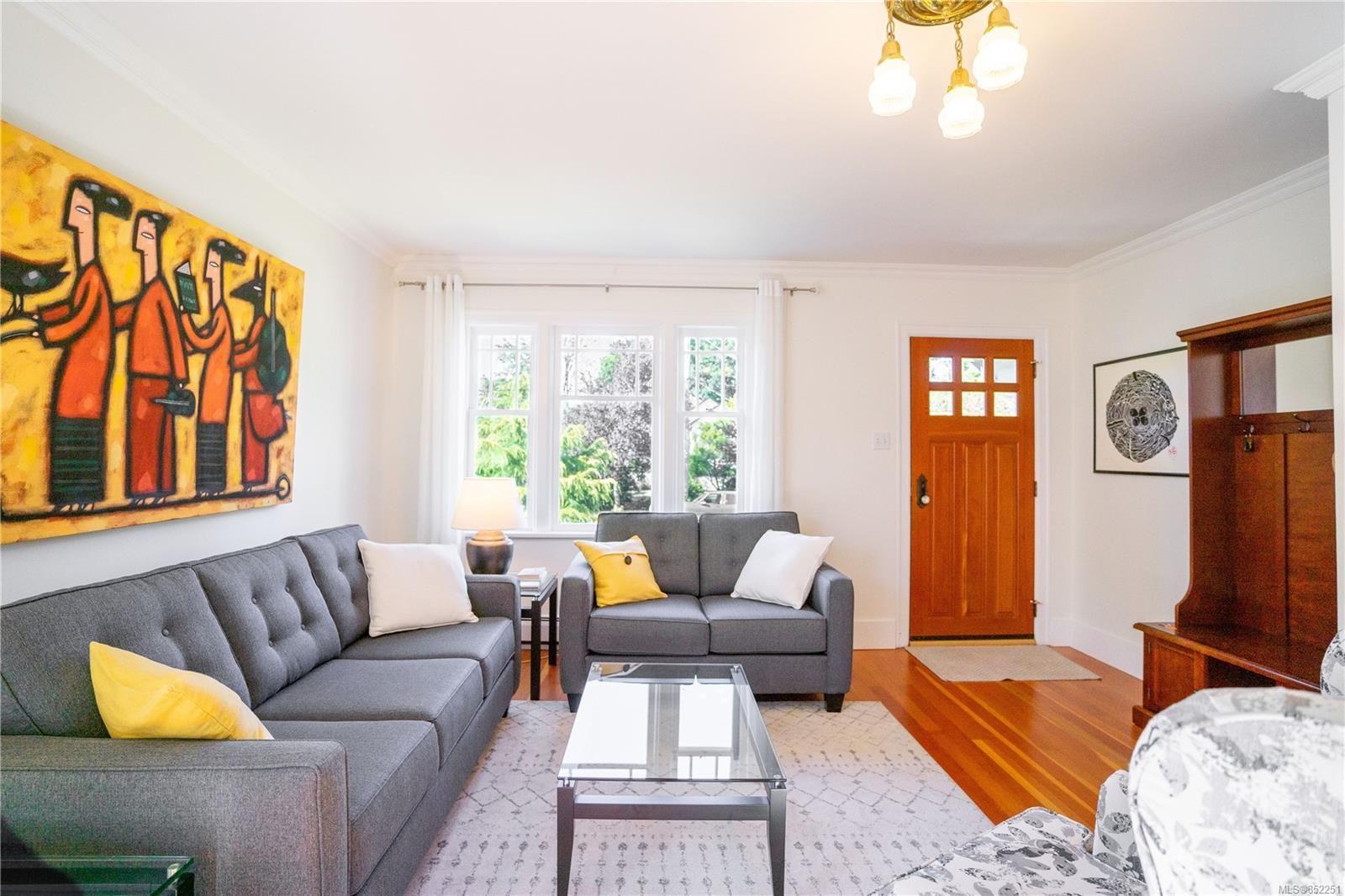 Photo 12: Photos: 2363 Pacific Ave in : OB Estevan House for sale (Oak Bay)  : MLS®# 852251