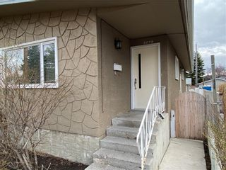 Photo 3: 2039 50 Avenue SW in Calgary: North Glenmore Park Semi Detached for sale : MLS®# C4295796
