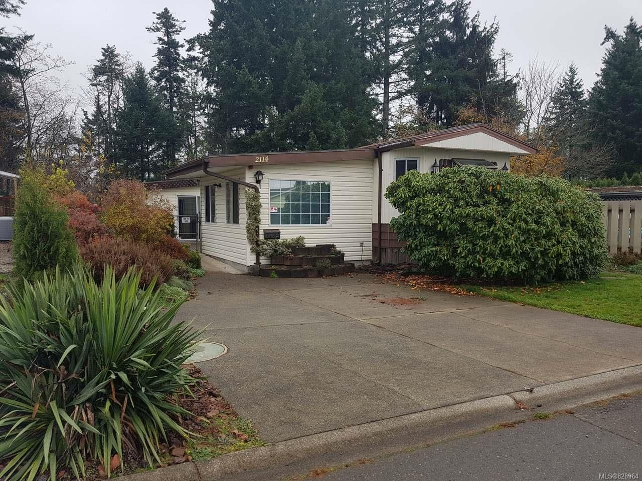 Main Photo: 2114 Stadacona Dr in COMOX: CV Comox (Town of) Manufactured Home for sale (Comox Valley)  : MLS®# 828964