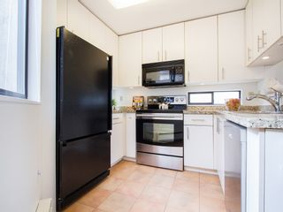 """Photo 11: 104 811 W 7TH Avenue in Vancouver: Fairview VW Townhouse for sale in """"WILLOW MEWS"""" (Vancouver West)  : MLS®# V1110537"""