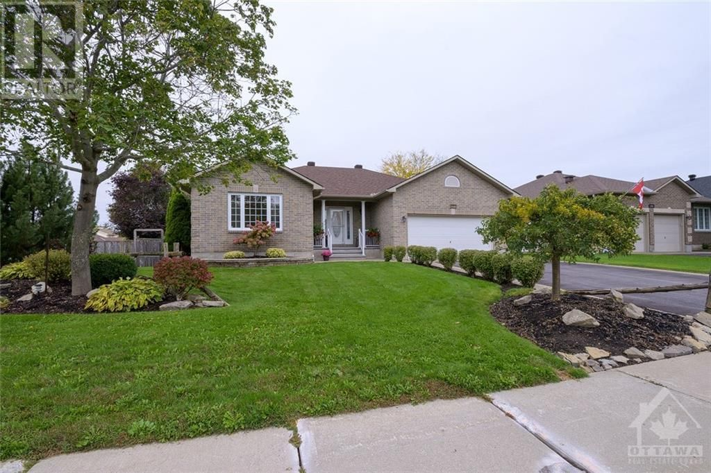 Main Photo: 101 VAUGHAN STREET in Almonte: House for sale : MLS®# 1265308