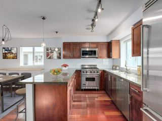 "Photo 18: 213 672 W 6TH Avenue in Vancouver: Fairview VW Townhouse for sale in ""BOHEMIA"" (Vancouver West)  : MLS®# R2546703"