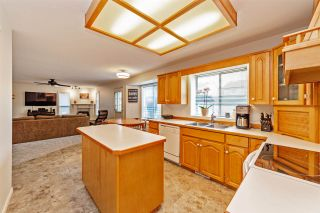 """Photo 6: 33553 KNIGHT Avenue in Mission: Mission BC House for sale in """"Hillside/Forbes"""" : MLS®# R2352196"""