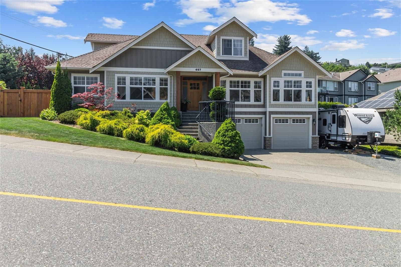 Main Photo: 497 Montclair Dr in Nanaimo: Na University District House for sale : MLS®# 879851
