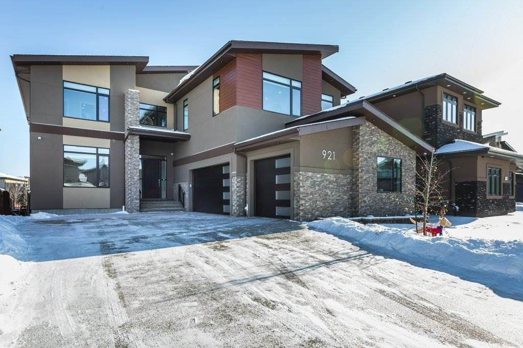 Main Photo: 921 WOOD Place in Edmonton: Zone 56 House for sale : MLS®# E4227555