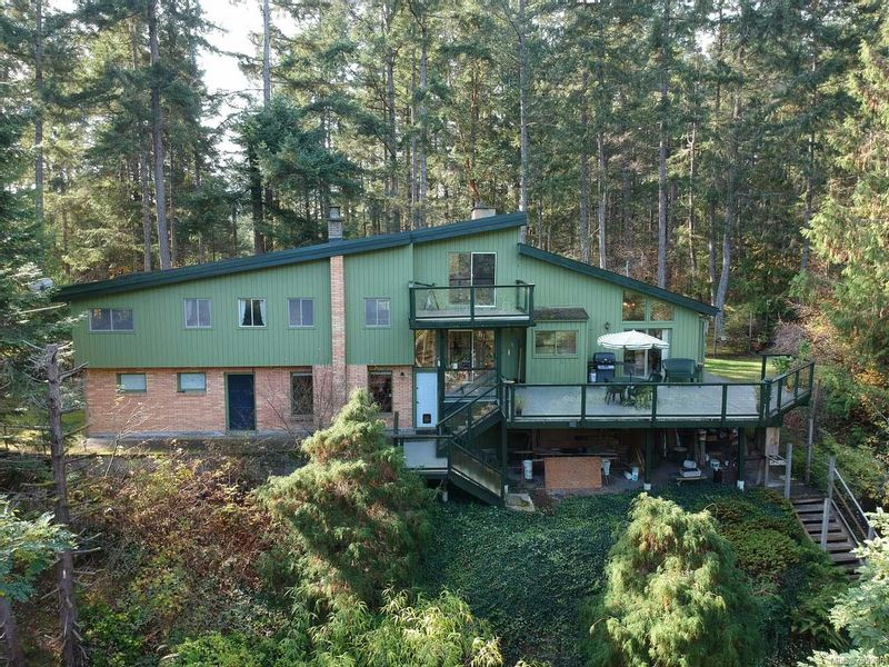 FEATURED LISTING: 2918 Holden Corso Rd NANAIMO