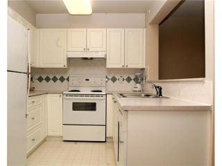 """Photo 3: 202 5518 14TH Avenue in Tsawwassen: Cliff Drive Condo for sale in """"WINDSOR WOODS"""" : MLS®# V964579"""