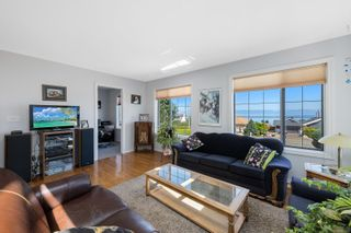 Photo 4: 6369 Eagles Dr in : CV Courtenay North House for sale (Comox Valley)  : MLS®# 884175